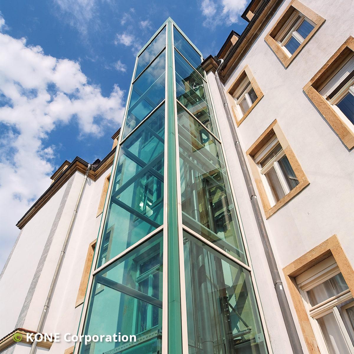 Elevator på facaden