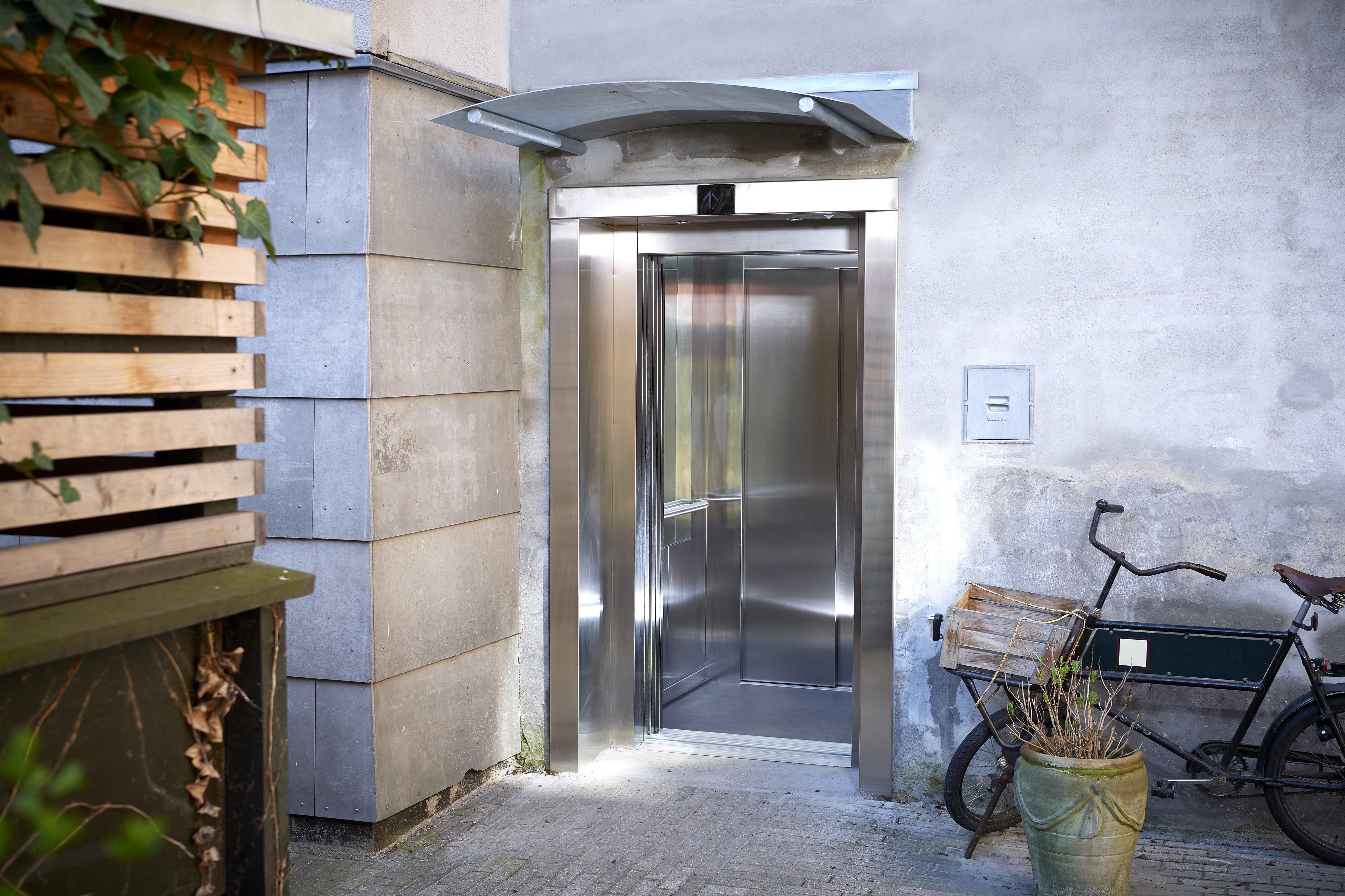 Elevator i bagtrappen